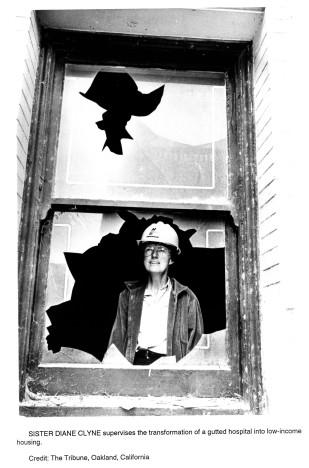 Hermana Diane Clyne en el Proyecto de Vivienda de la Misericordia